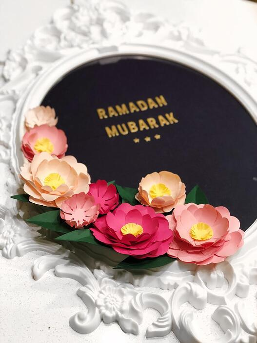 How-to-make-a-Ramadan-paper-flower-wreath