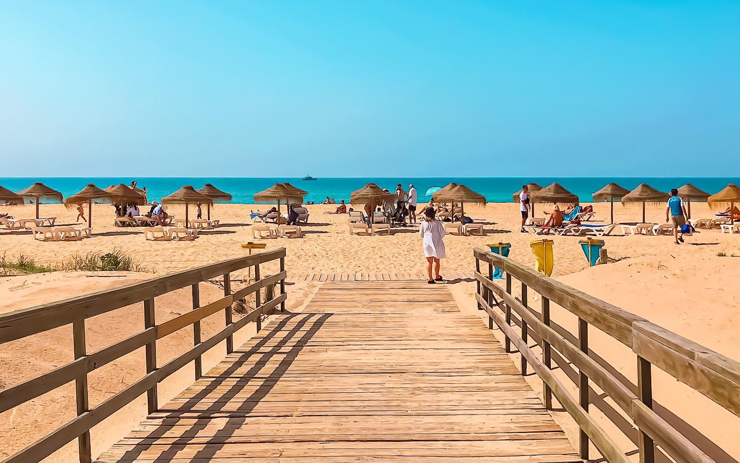 Boardwalk and umbrellas at Praia da Rocha Baixinha