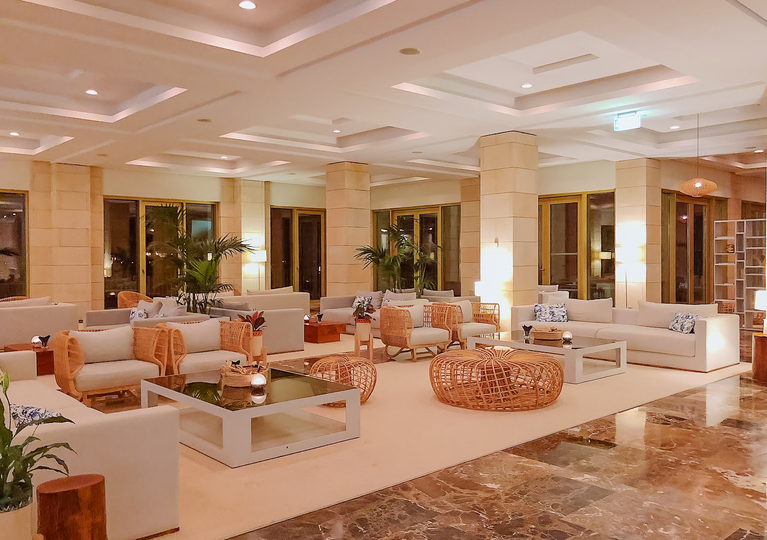 Lobby with sofas of Muslim-friendly hotel Anantara