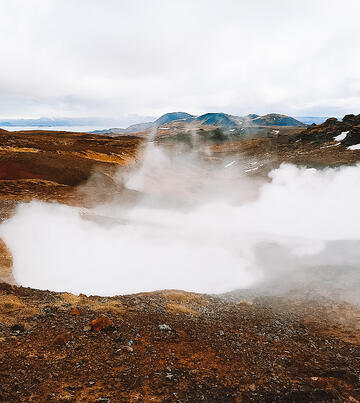 Muslim-travel-blog-Iceland-tips-things-to-do-volcano