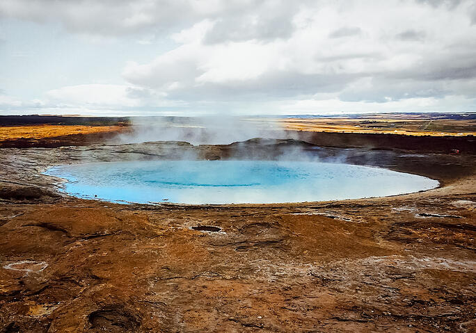 Muslim-travel-blogger-Iceland-Golden-Circle-geyser
