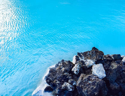 Muslim-travel-blogger-Iceland-guide-Blue-Lagoon