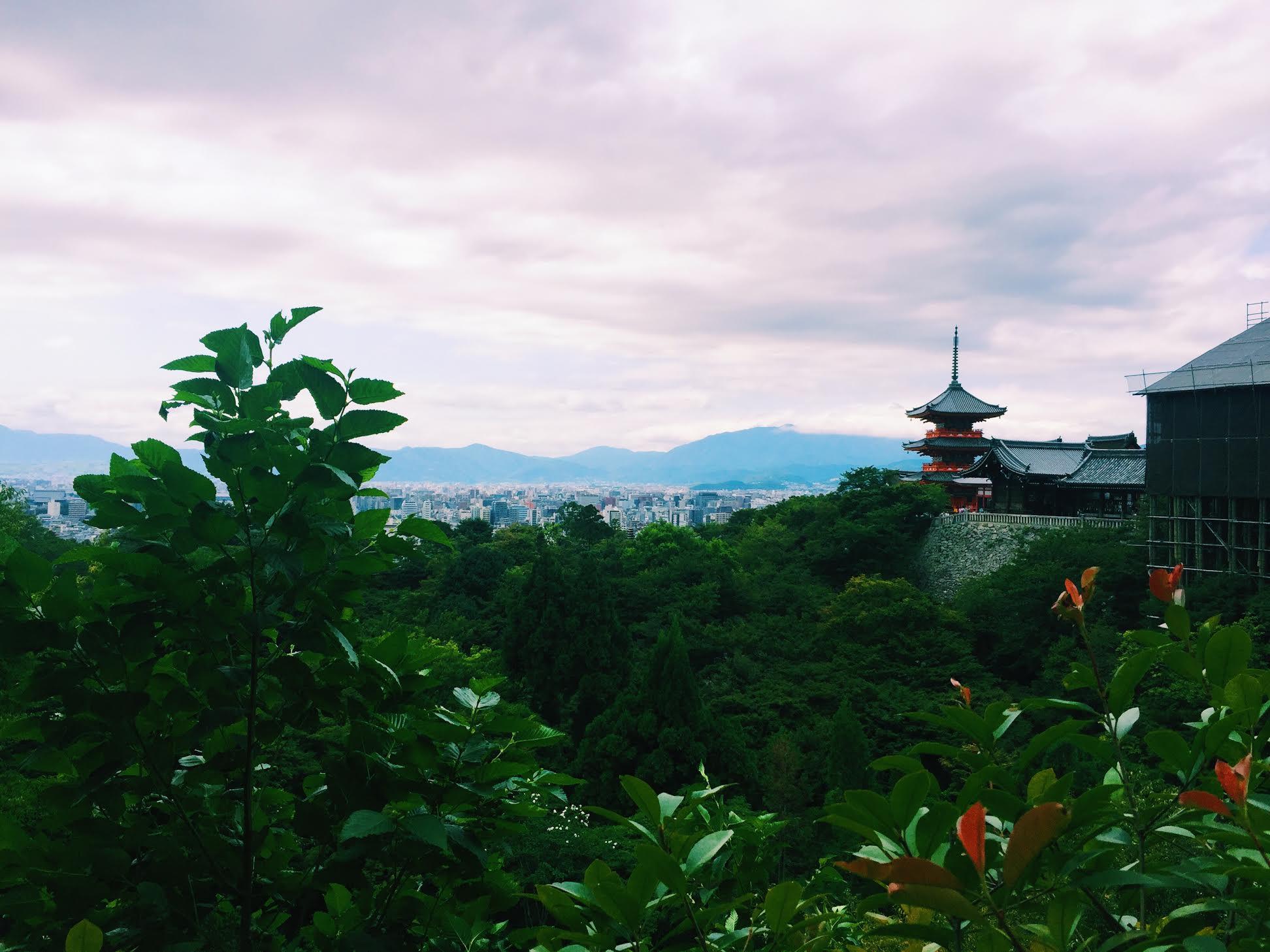 Halal-travel-tips-Kyoto-Kiyomizu-dera-view2.jpg