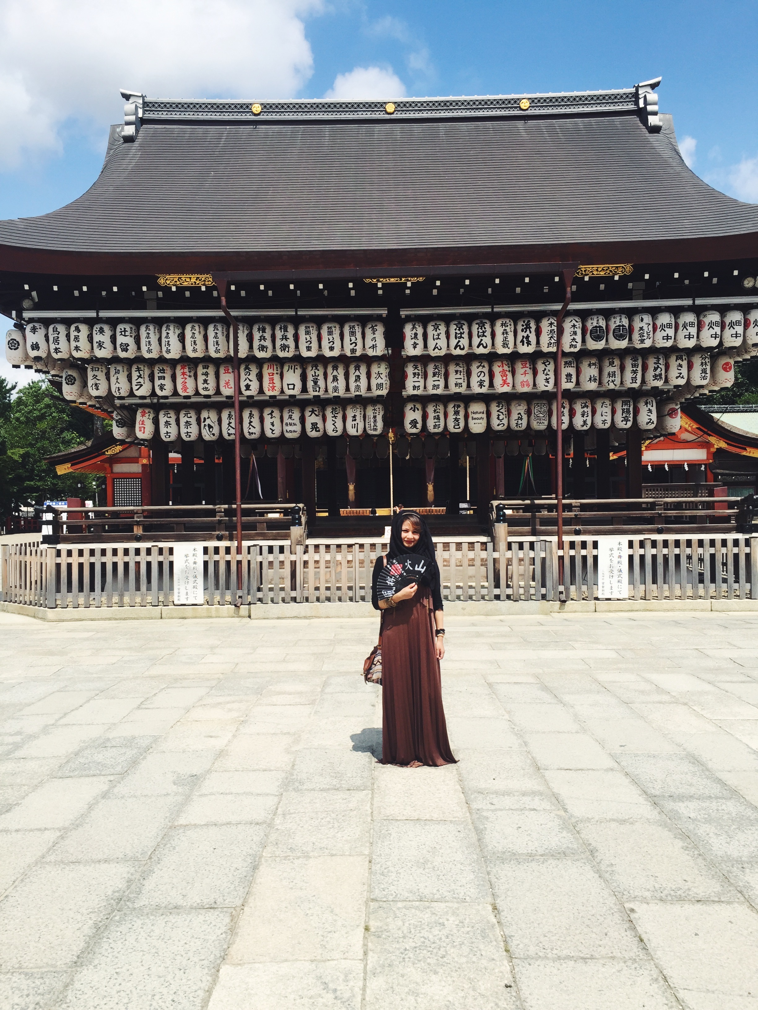 Muslim-halal-travel-Kyoto-Yasaka-Shrine-Lanterns.jpg