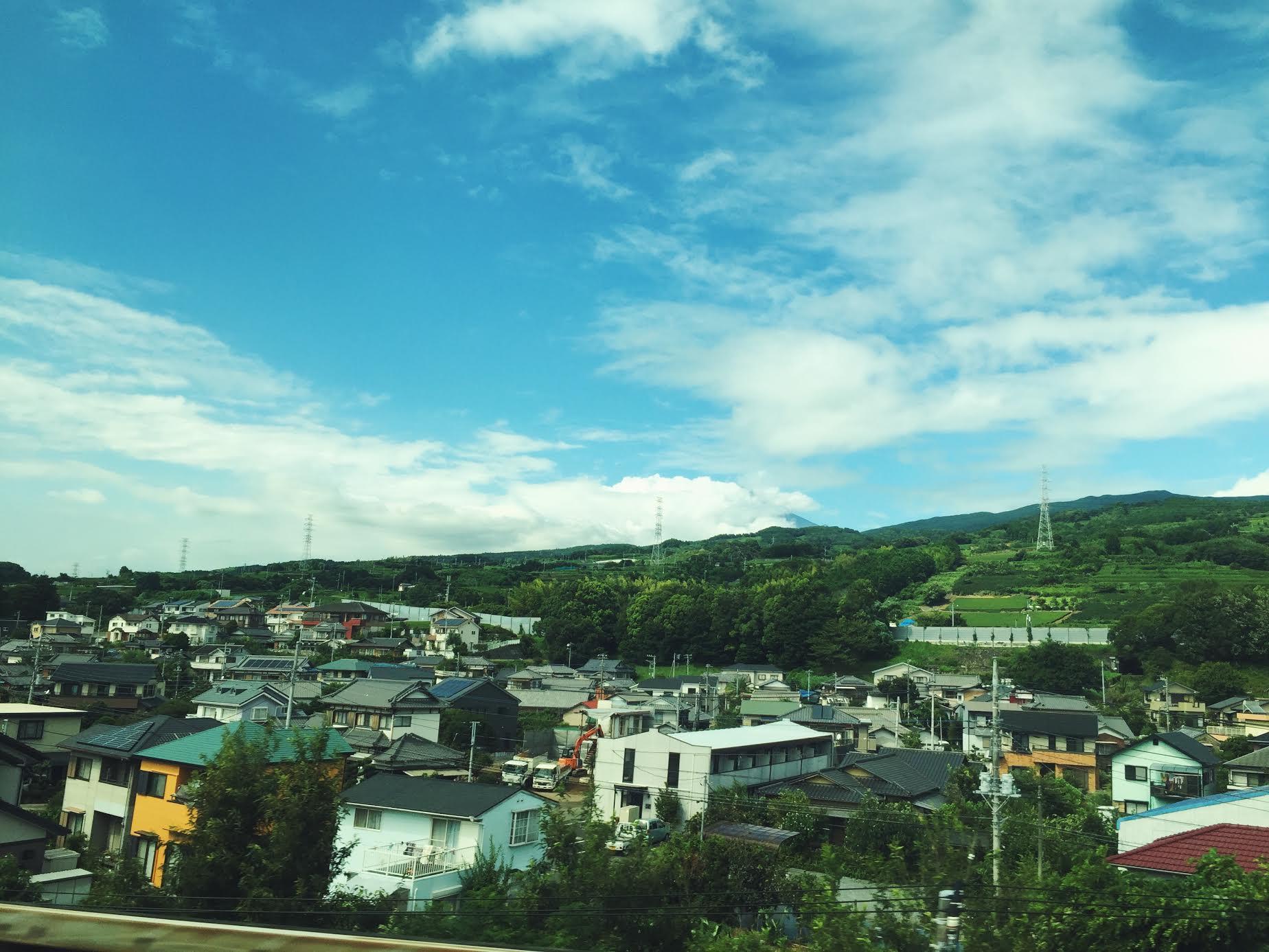 Muslim-travel-Hakone-Mt-Fuji-bullet-train-view.jpg