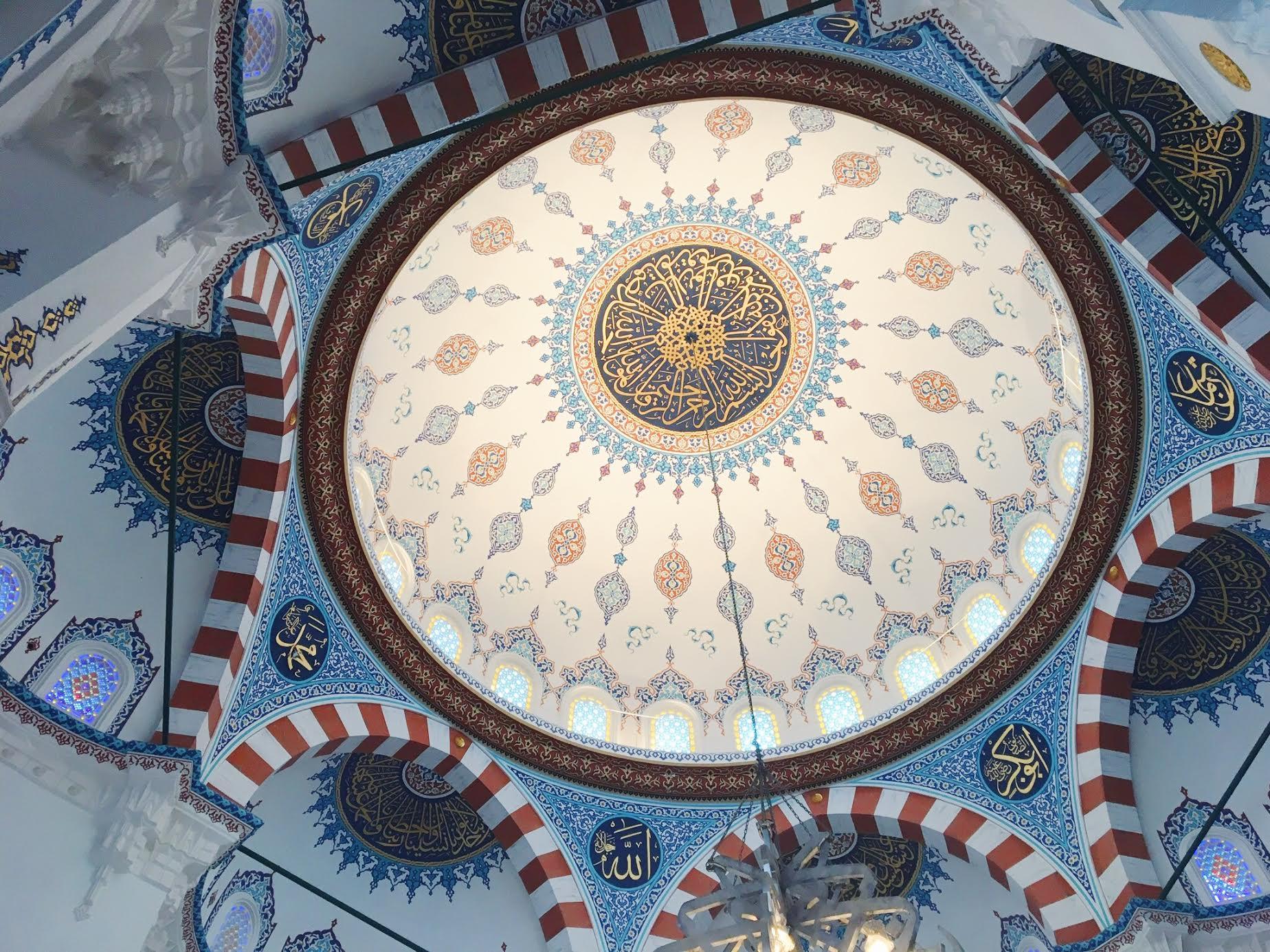 Muslim-travel-Tokyo-Mosque-ceiling2.jpg