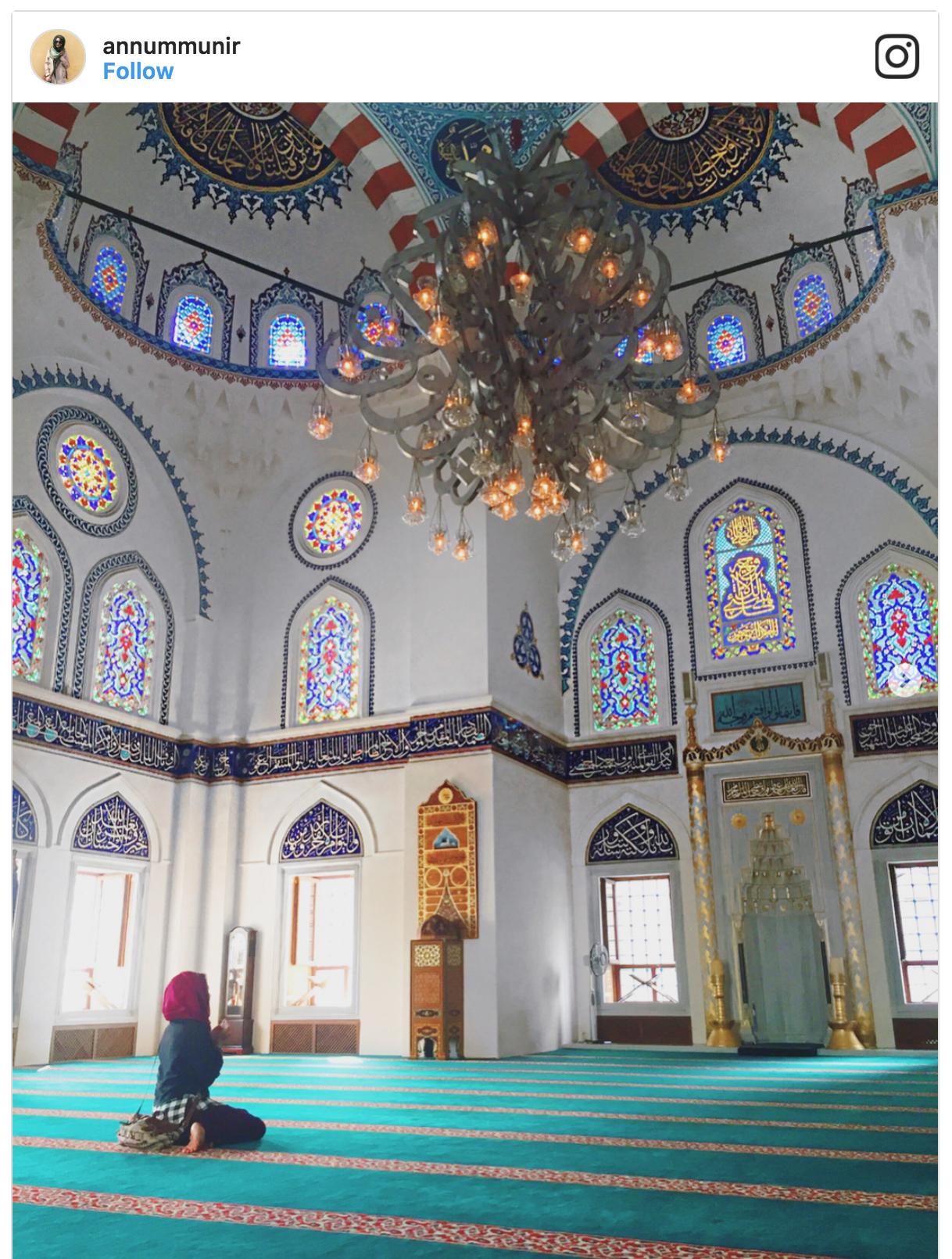 Muslim-travel-Tokyo-mosque-Eid-prayer.png