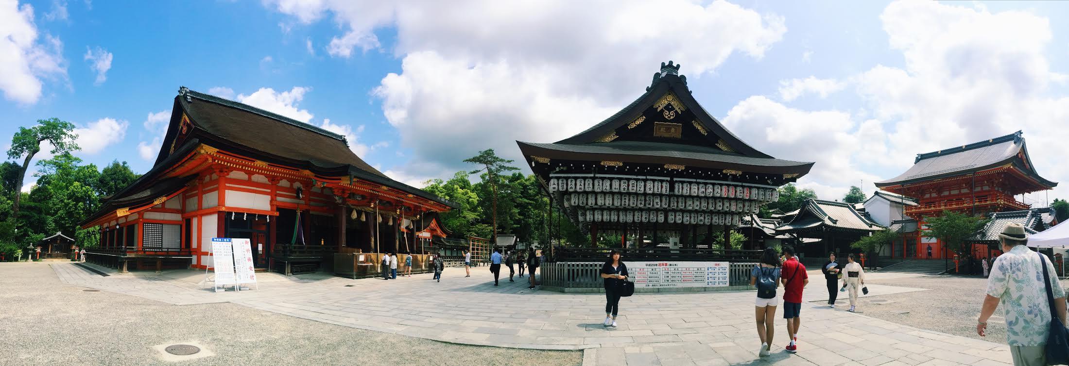 Muslim-travel-tips-Kyoto-Yasaka-Shrine-panorama.jpg