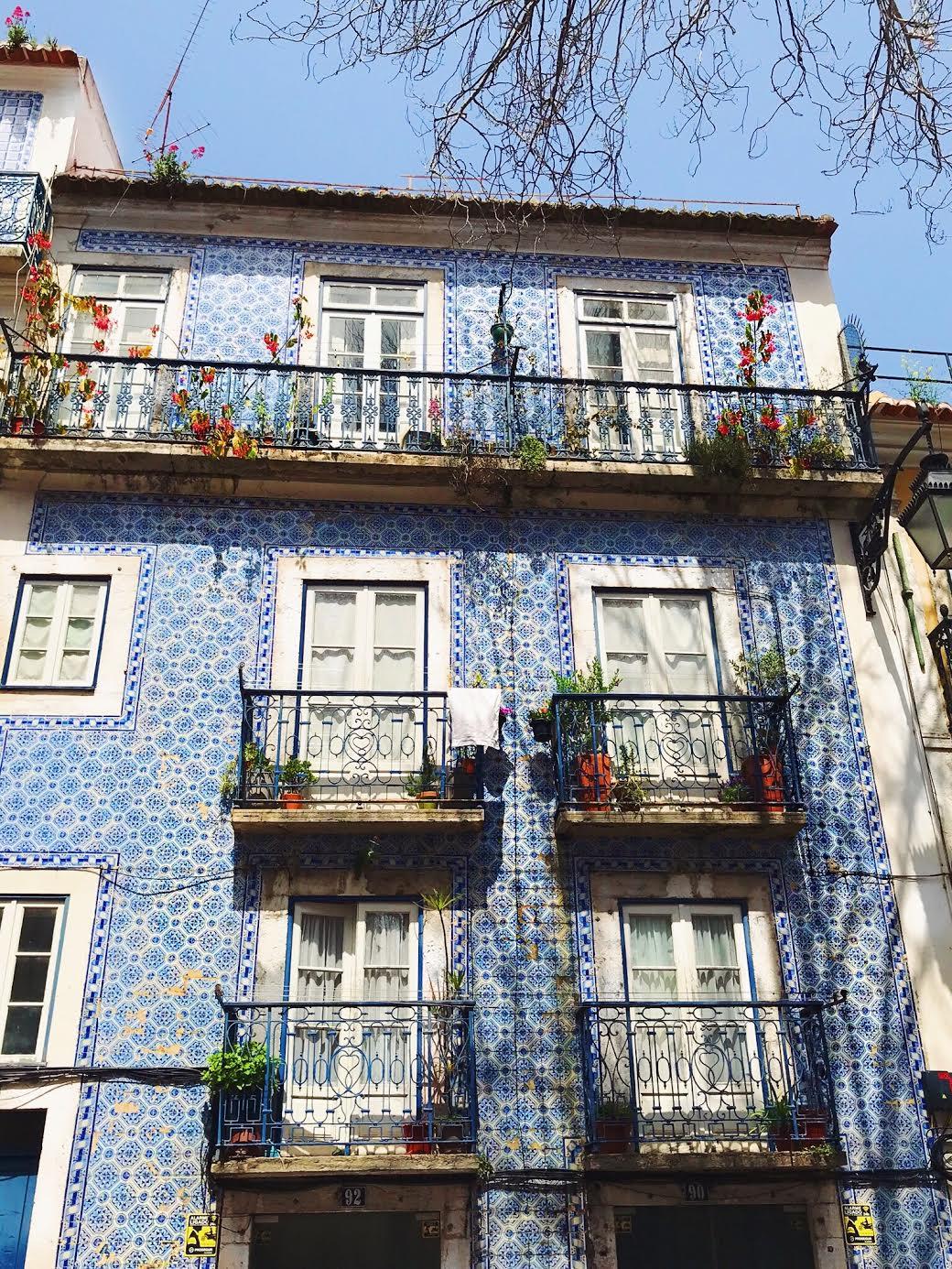 Lisbon-Muslim-travel-guide-tile-art