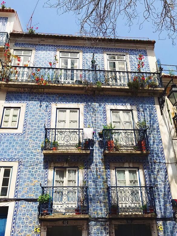 Lisbon-Muslim-travel-guide-tile-art