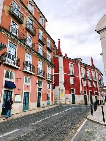 Lisbon-halal-travel-guide-architecture