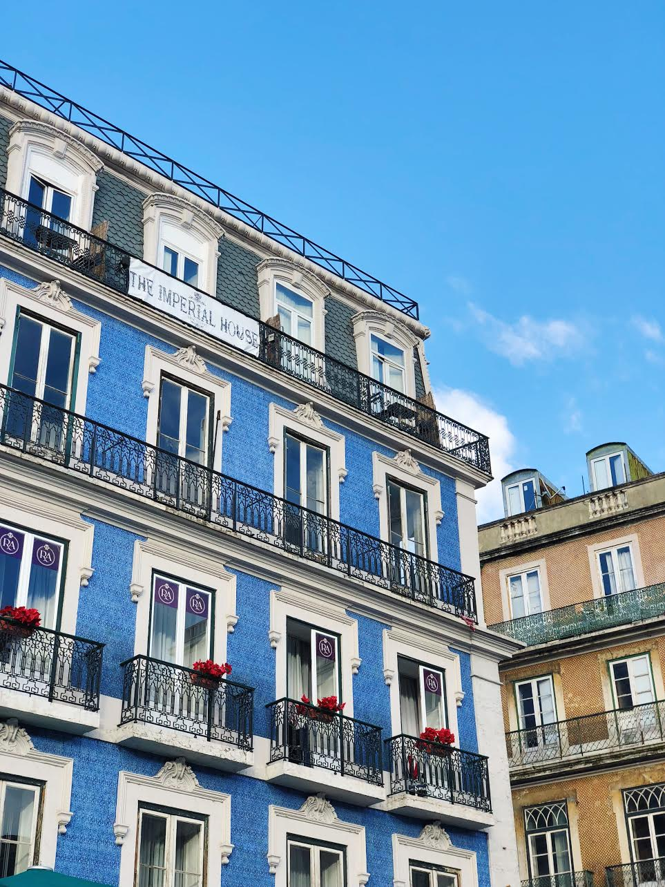 Lisbon-muslim-travel-halal-guide-colorful-architecture