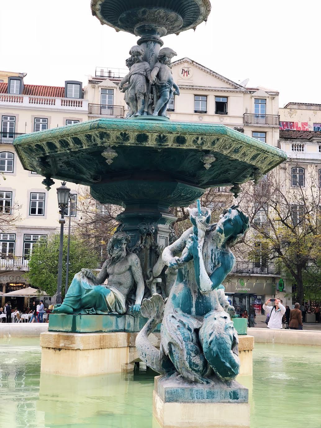 Muslim-travel-guide-Lisbon-Rossio-Square-fountain