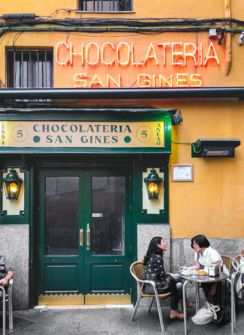 San Gines Chocolateria green door halal dessert in Madrid