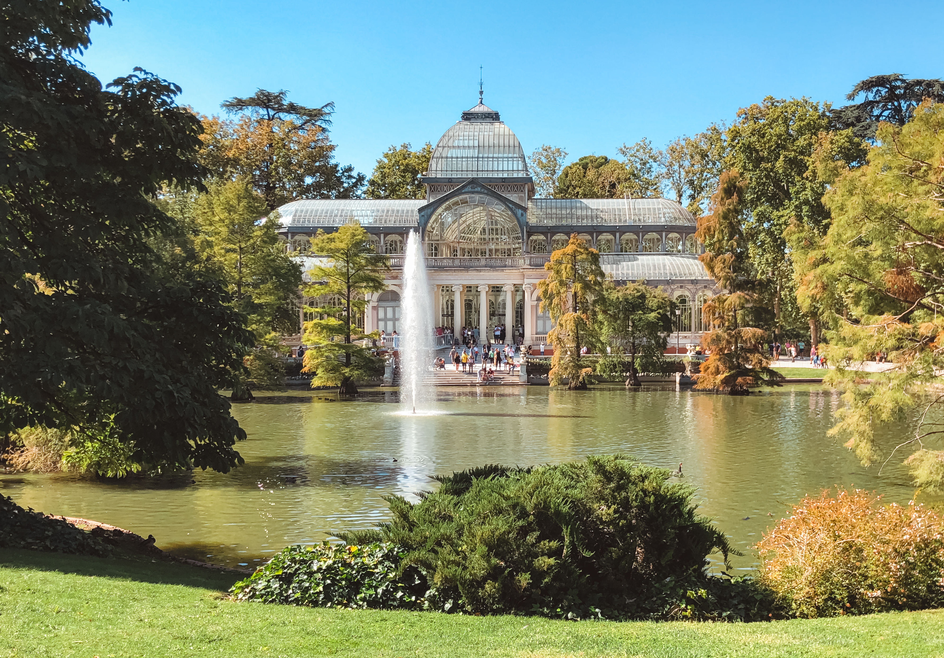 muslim-travel-guide-Madrid-Spain-El-Retiro-park-crystal-palace