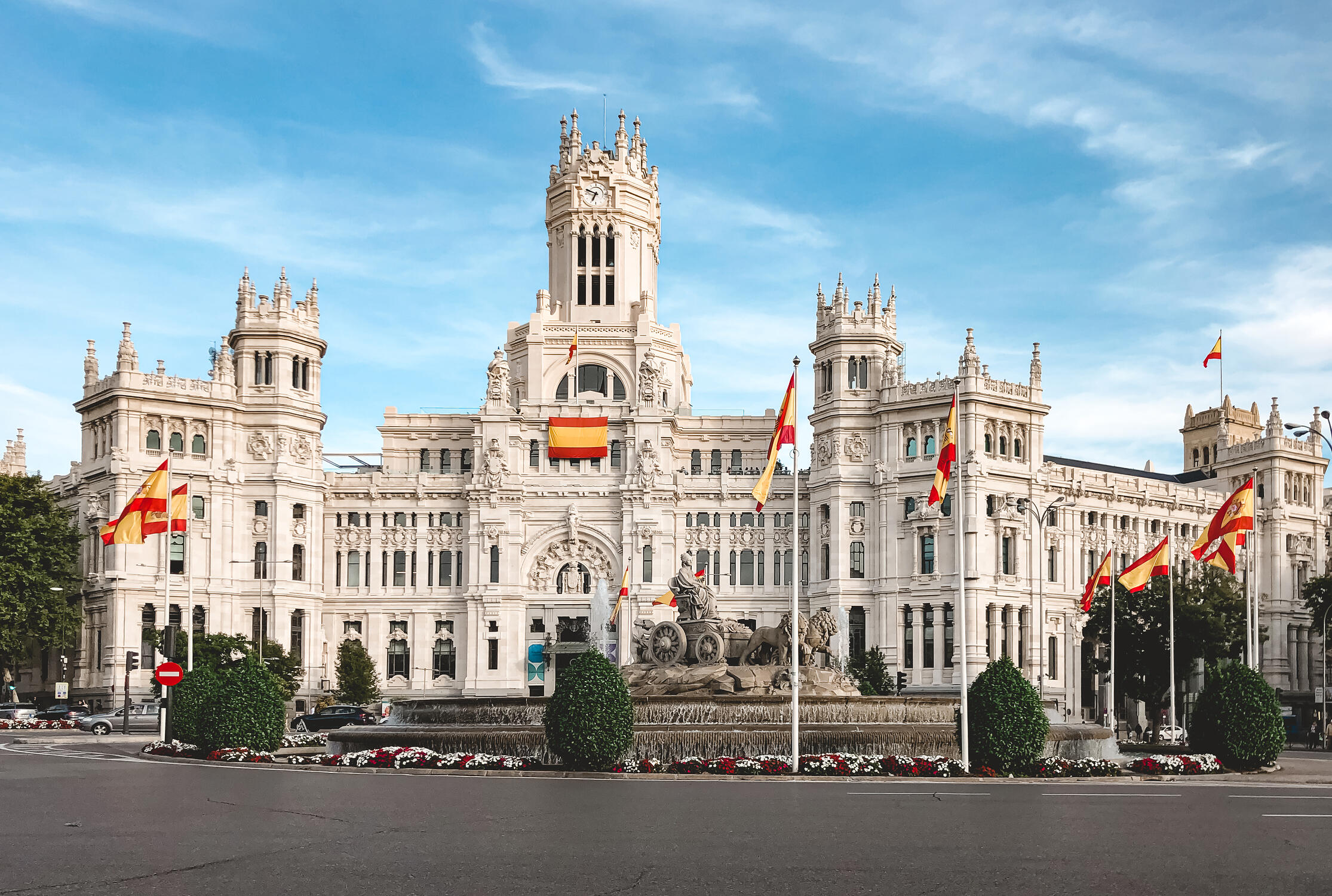 muslim-travel-guide-Madrid-Spain-things-to-do-plaza-de-cibeles