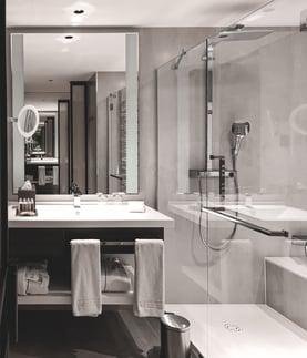 VP Plaza Espana hotel bathroom Madrid