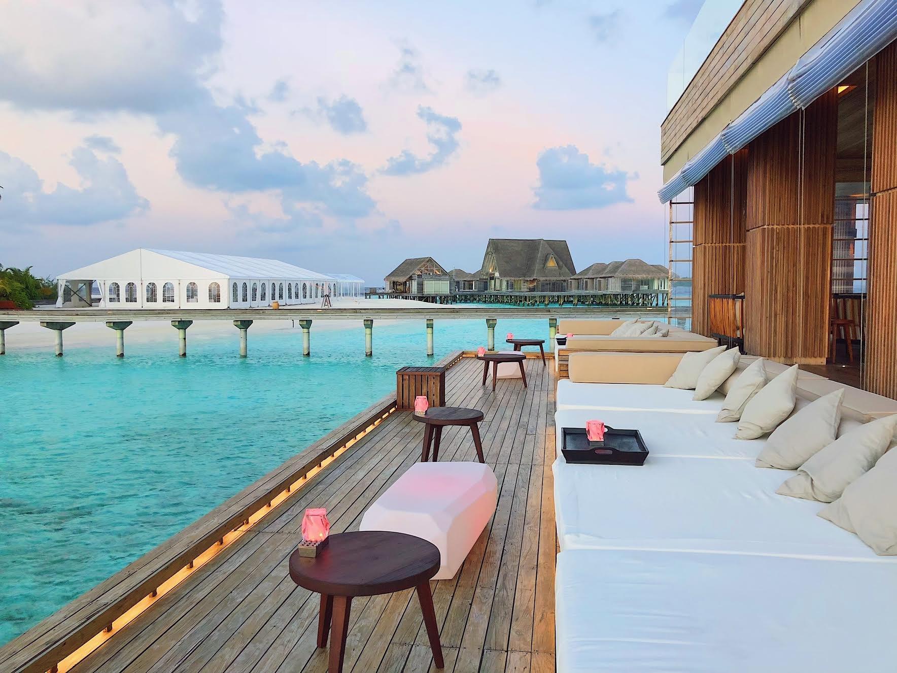 Muslim-travel-tips-Maldives-things-to-do-stargazing-lounge