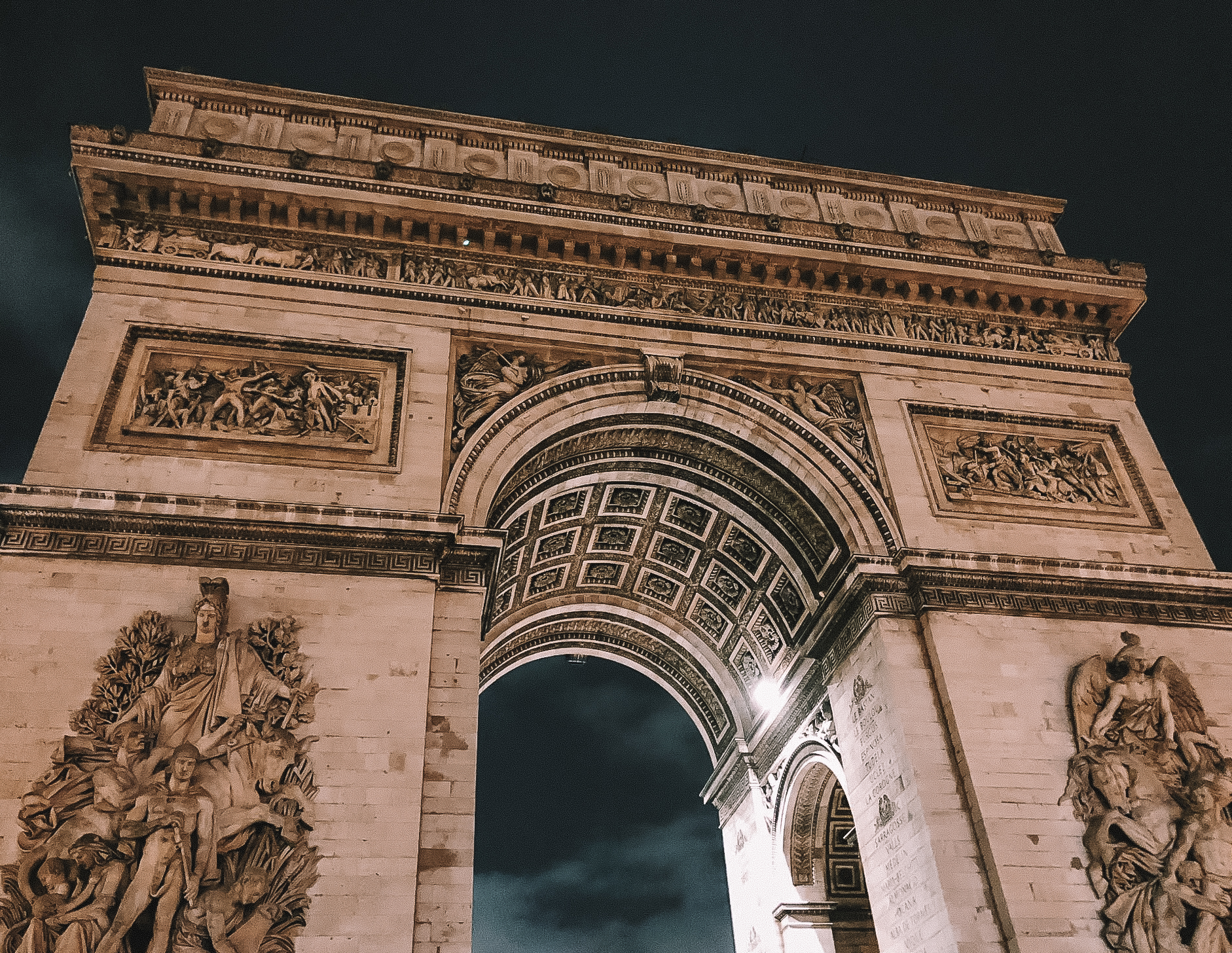 Muslim-travel-guide-Paris-Arc-de-Triomphe.jpg