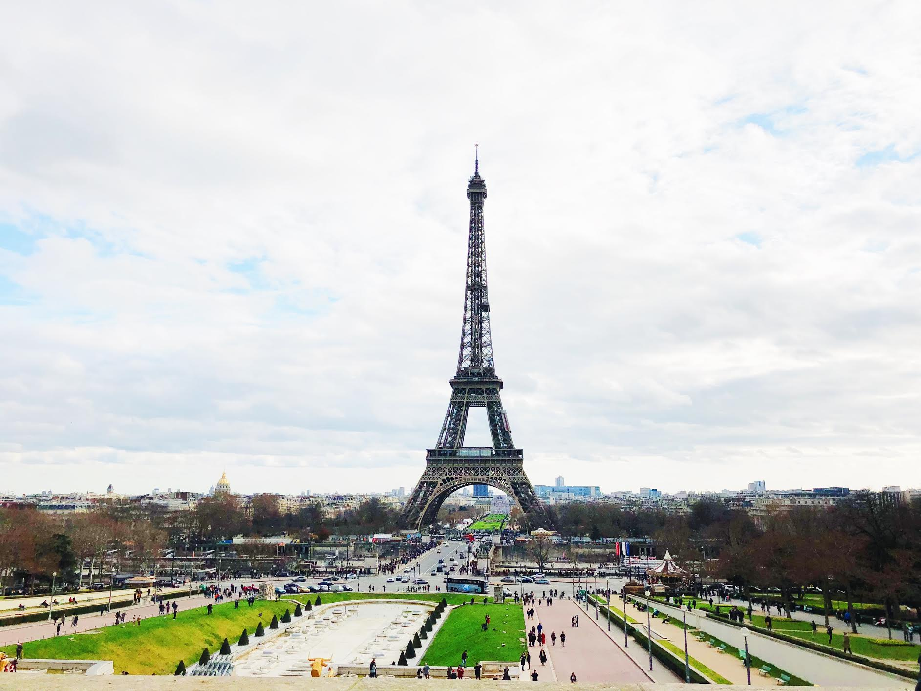 Muslim-travel-guide-Paris-Eiffel-Tower-garden-view.jpg