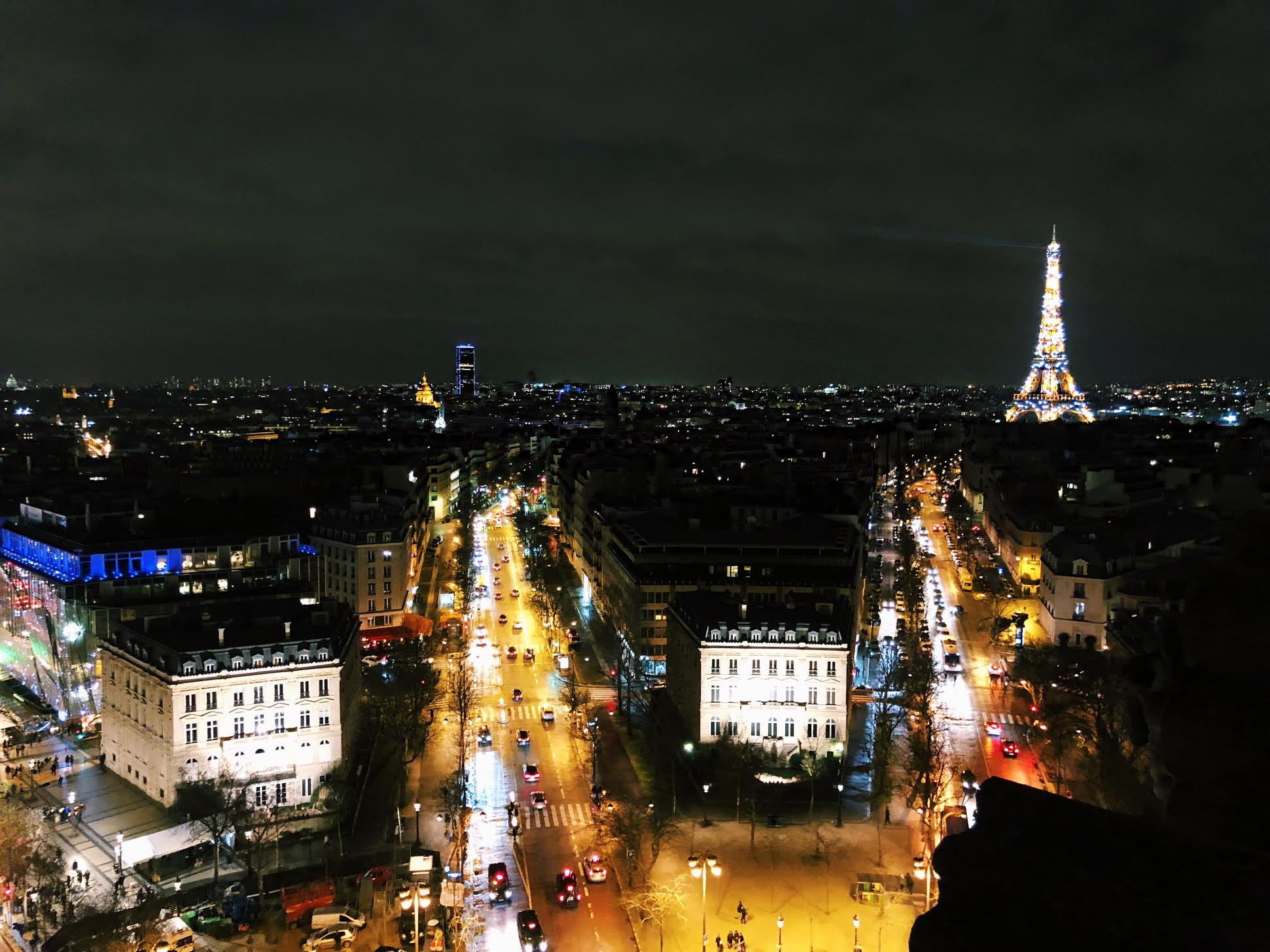Muslim-travel-guide-Paris-Eiffel-Tower-light-show.jpg