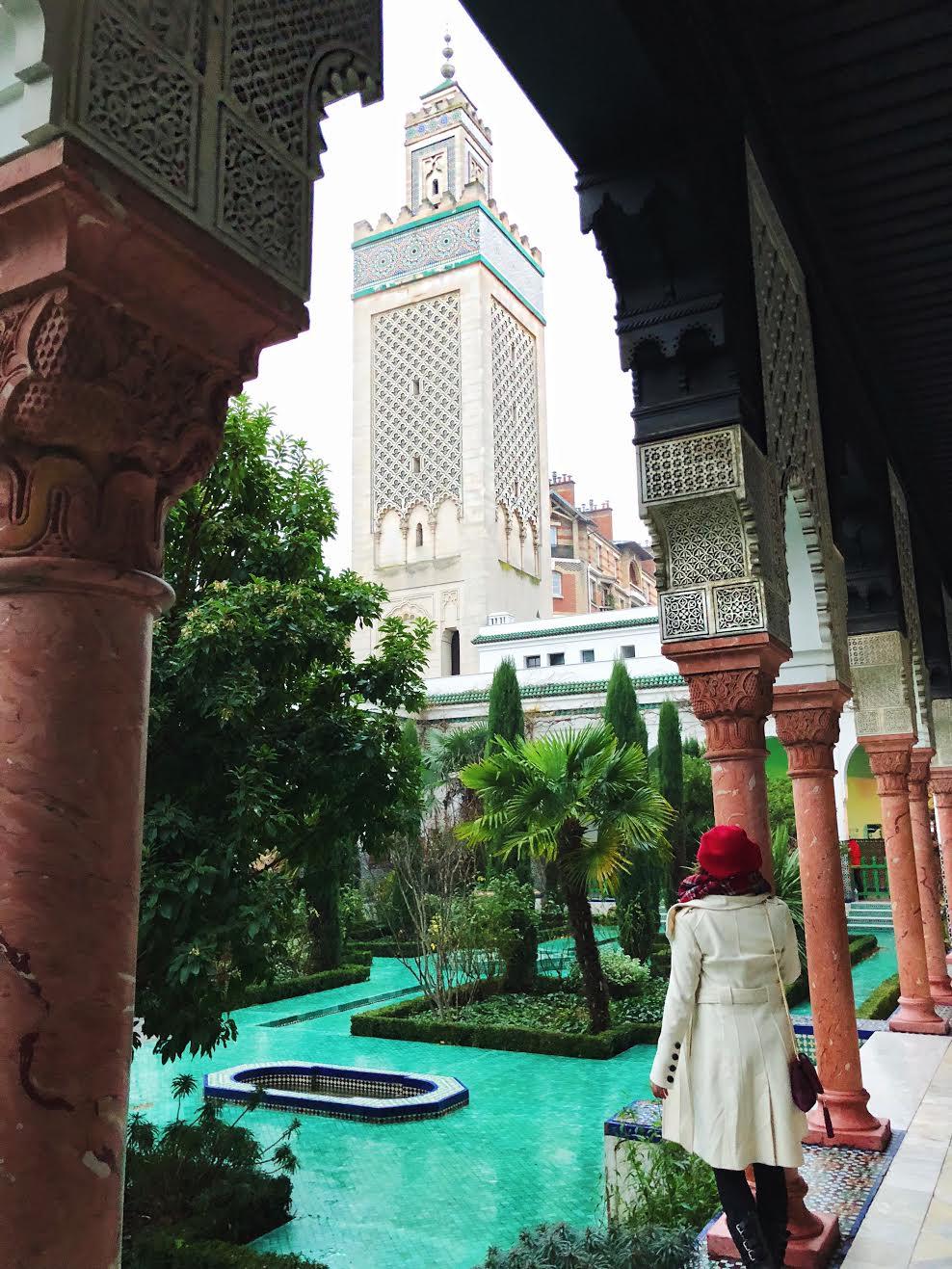 Muslim-travel-guide-Paris-Grand-Mosque-minaret.jpg