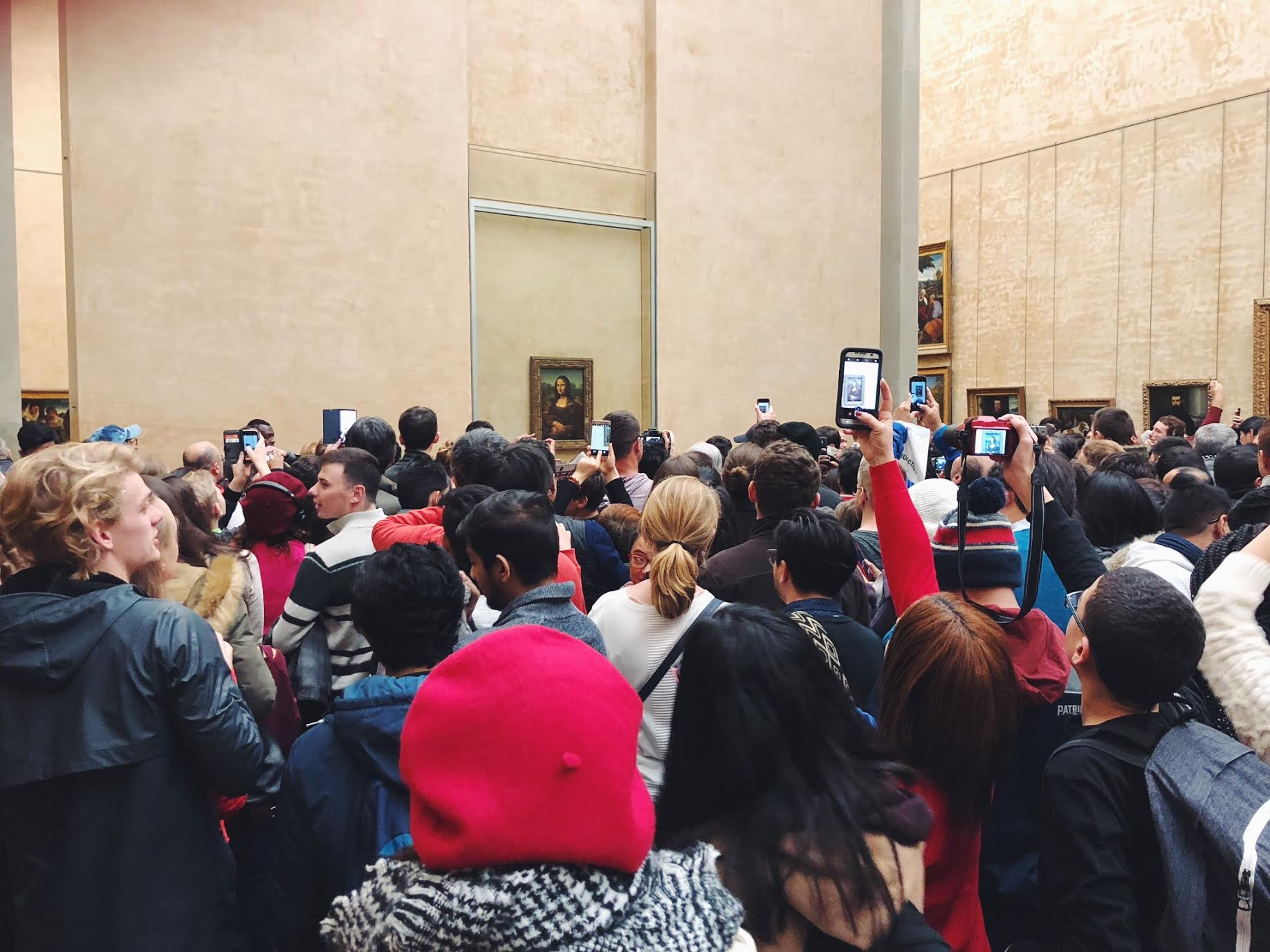 Muslim-travel-guide-Paris-Mona-Lisa-crowd.jpg