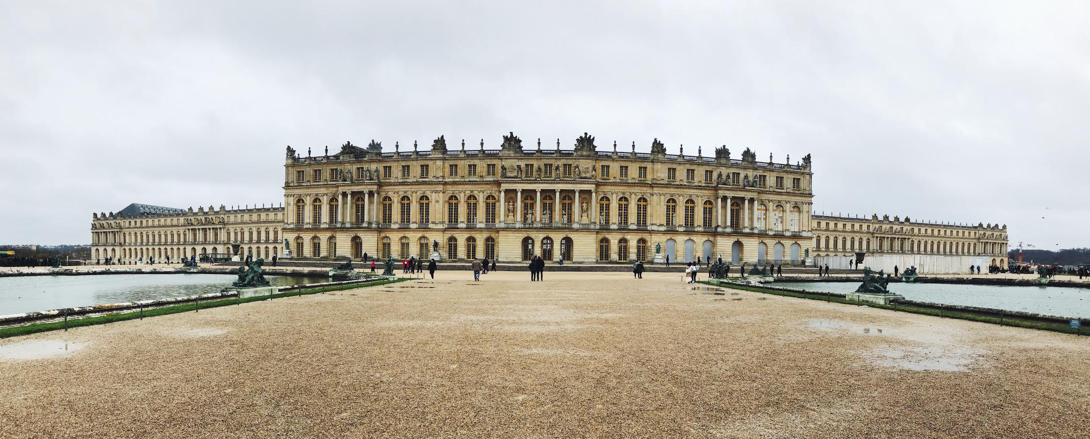 Muslim-travel-guide-Paris-Palace-of-Versailles-exterior.jpg
