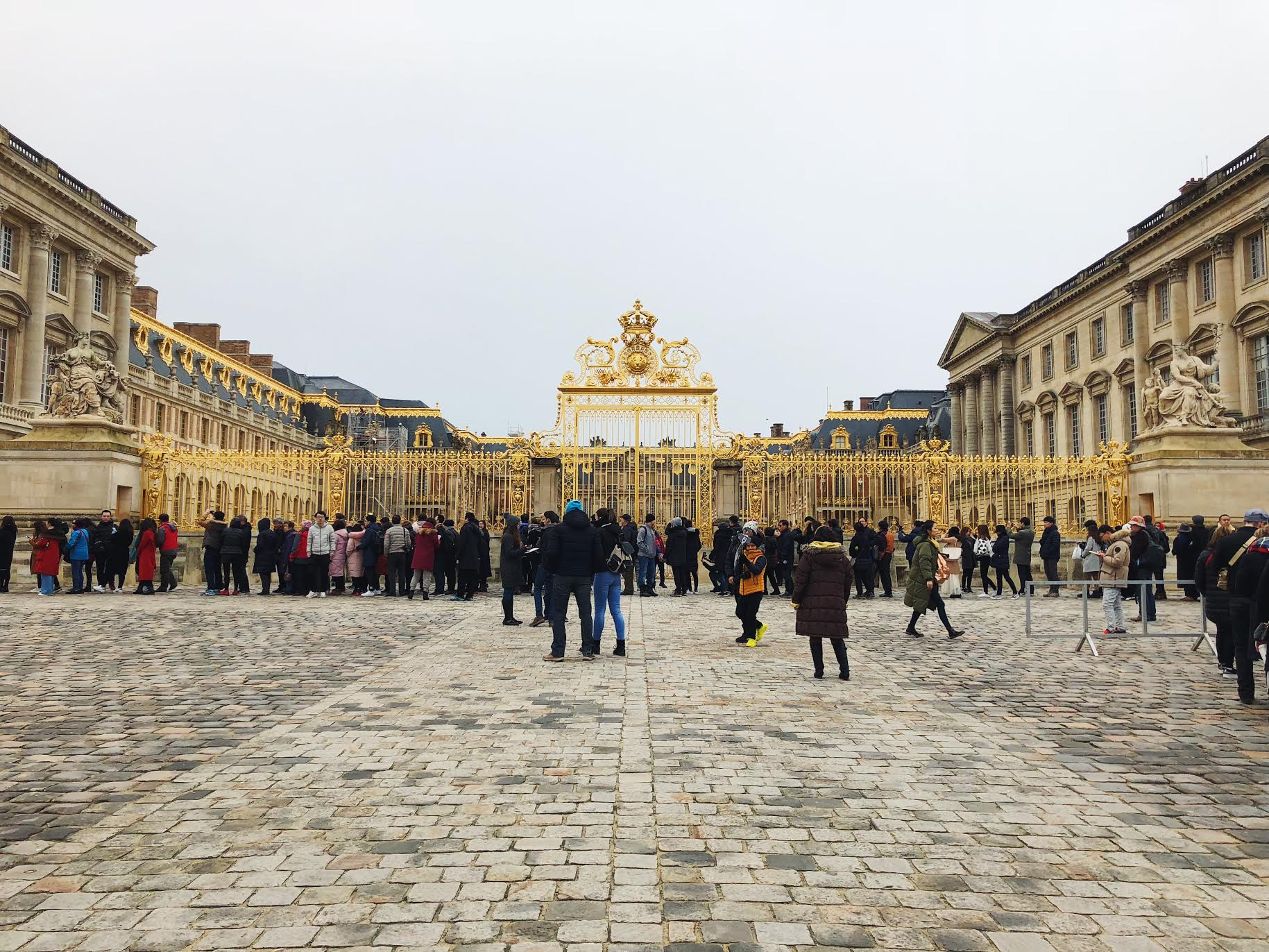 Muslim-travel-guide-Paris-Palace-of-Versailles-gates.jpg
