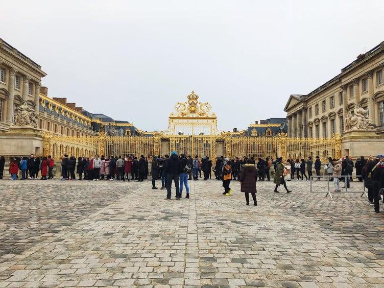 Muslim-travel-guide-Paris-Palace-of-Versailles-gates.jpg