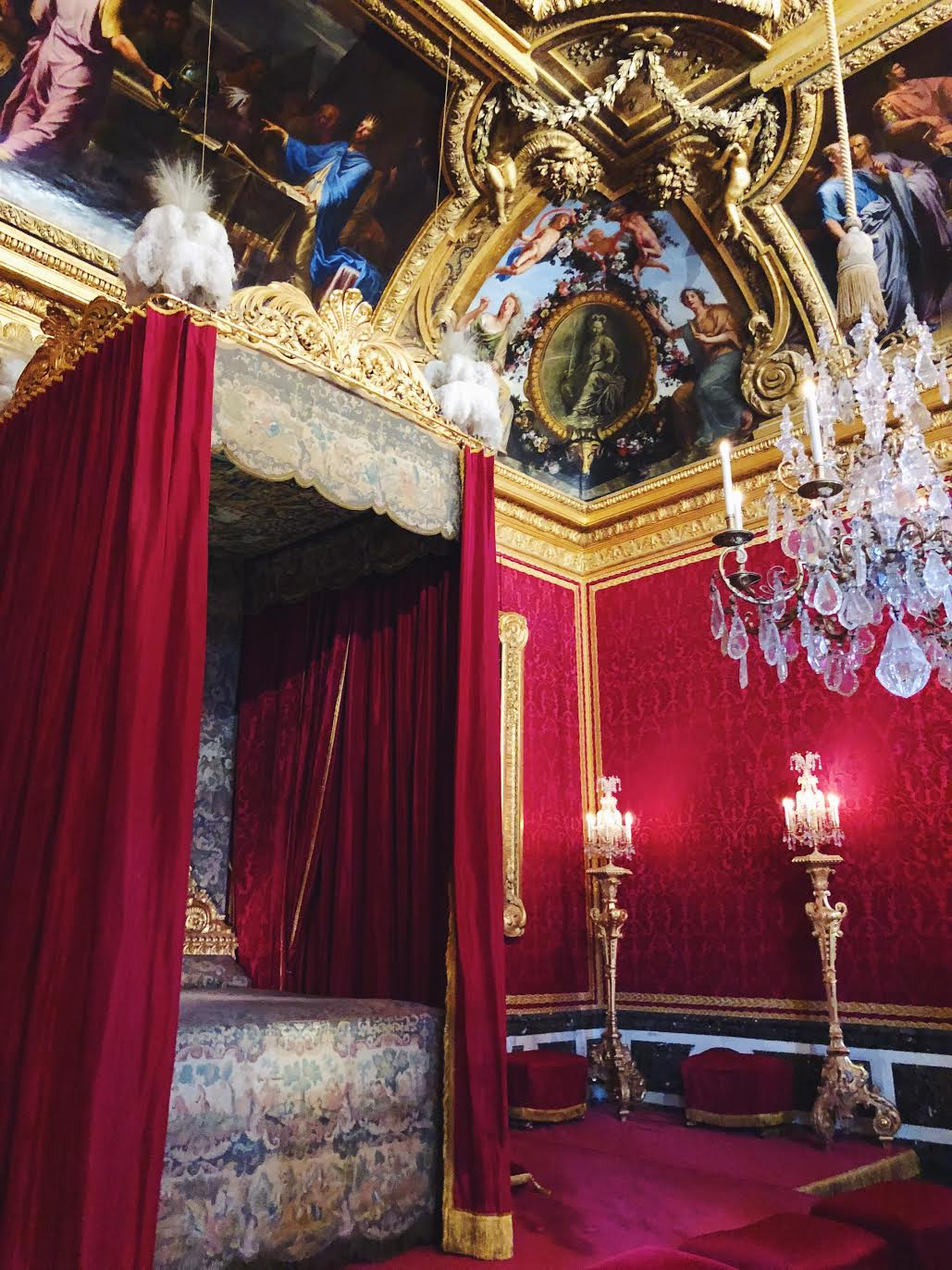 Muslim-travel-guide-Paris-Palace-of-Versailles-red-room.jpg
