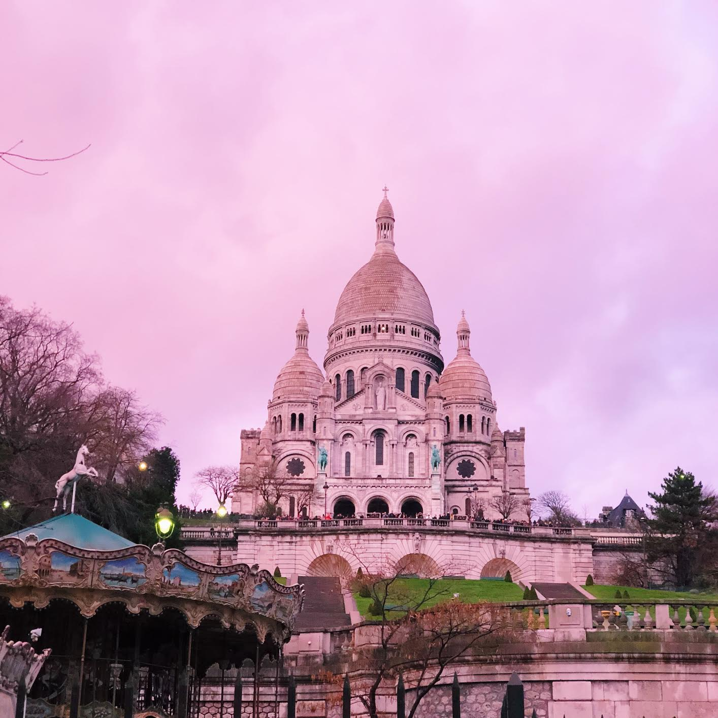 Muslim-travel-guide-Paris-Sacre-Coeur-pink-sunset.jpg