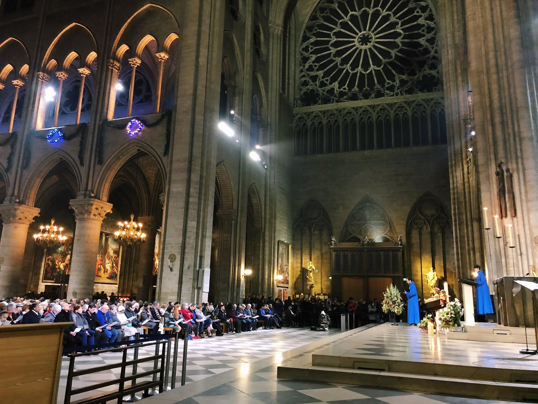 Muslim-travel-guide-Paris-mass-at-Notre-Dame-Cathedral.jpg