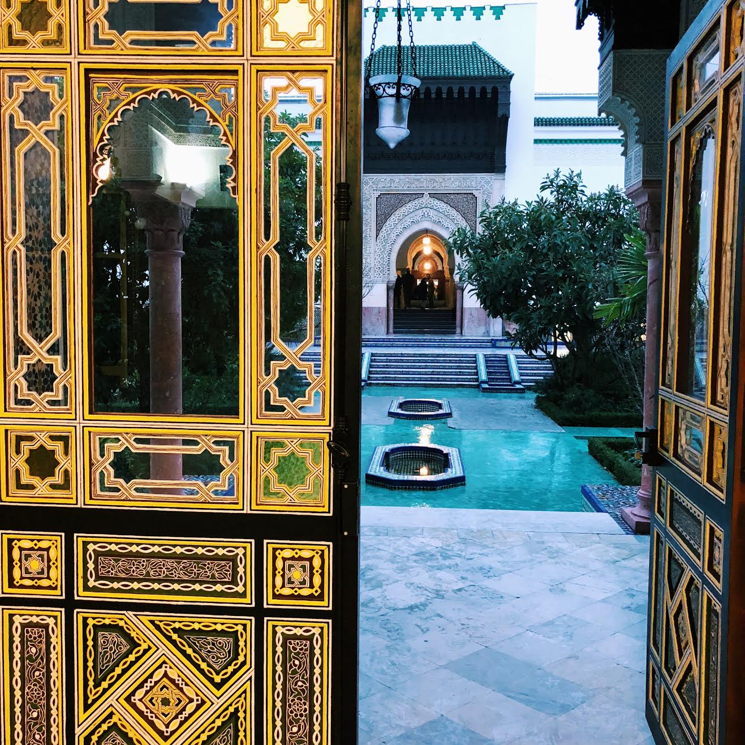 Muslim-travel-guide-Paris-travel-tips-mosque.jpg