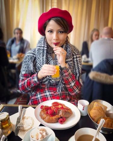 Muslim blogger eating brunch in Paris