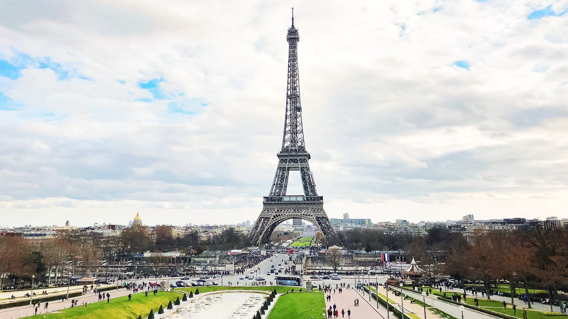 Eiffel tower with park