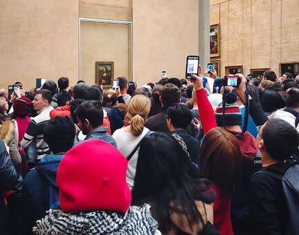 Crowd beside Mona Lisa painting at Louvre