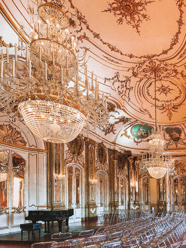 Muslim-travel-guide-Sintra-Portugal-Palace-of-Queluz-ballroom