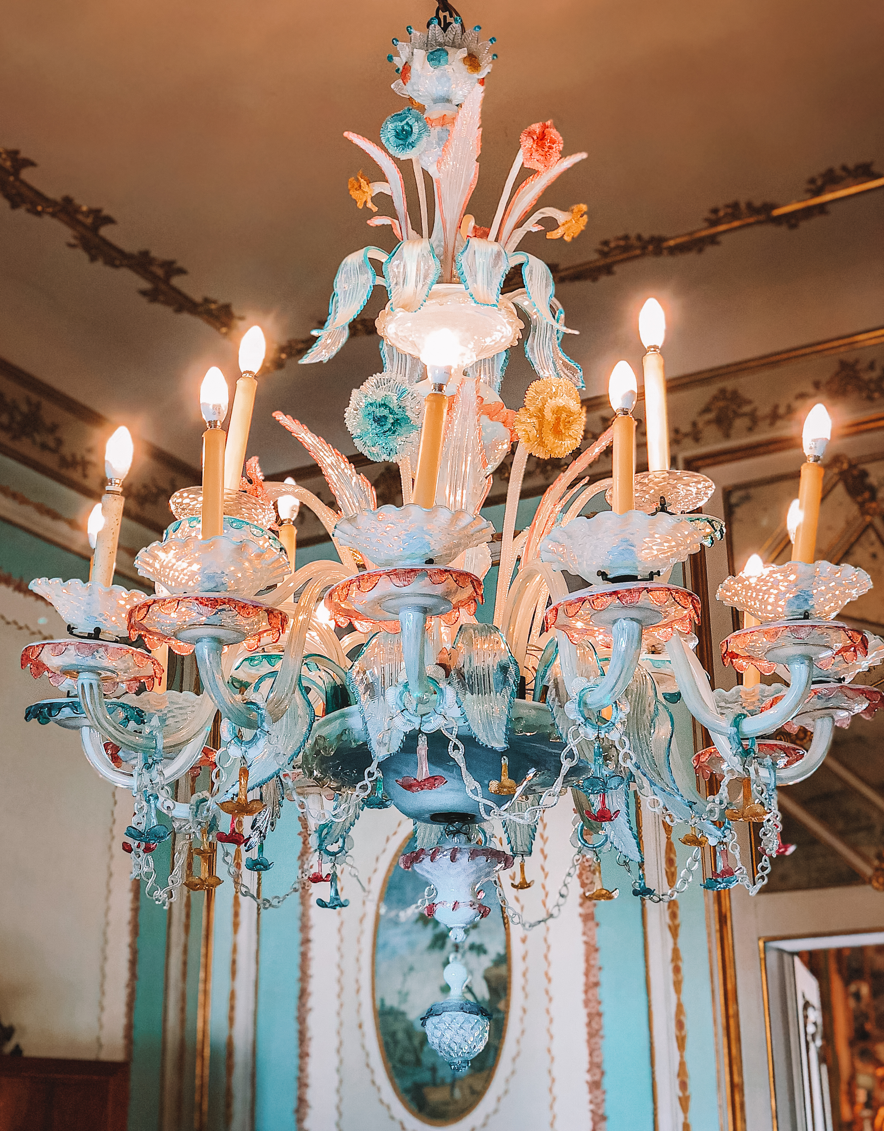 Muslim-travel-guide-Sintra-Portugal-Palace-of-Queluz-chandelier