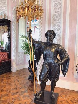 Pena-Palace-noble-room-statue