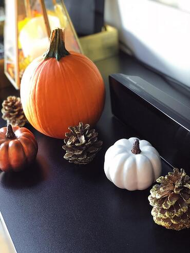 Muslim-home-decor-modern-fall-decorating-pumpkins