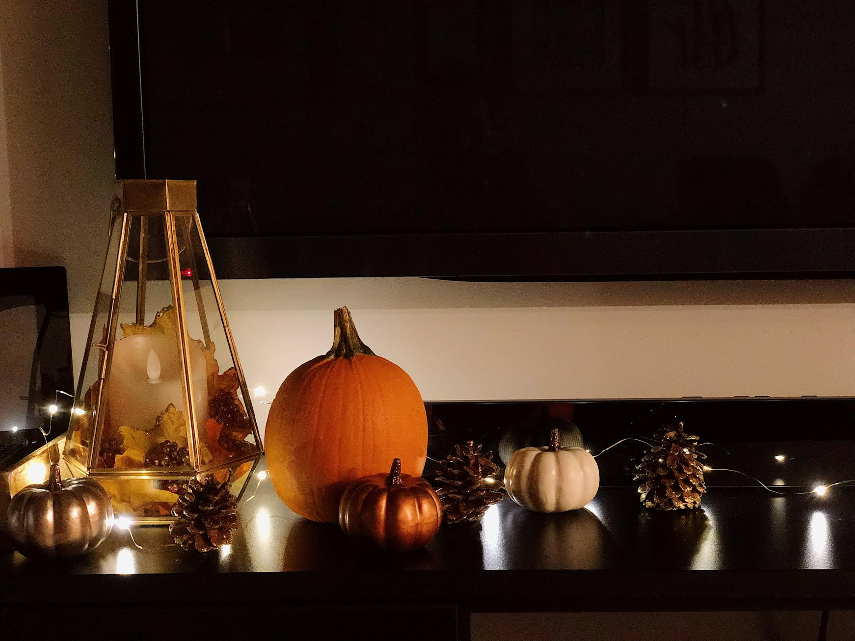 Muslim-home-decor-modern-fall-mantle