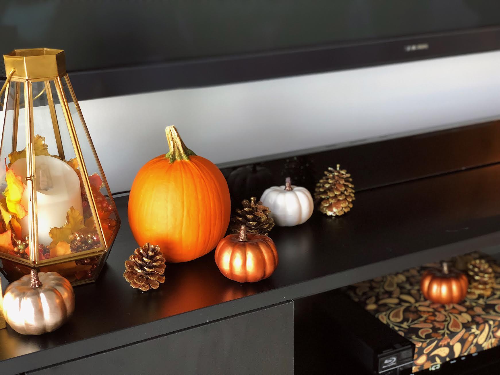 Muslim-home-design-modern-fall-mantle