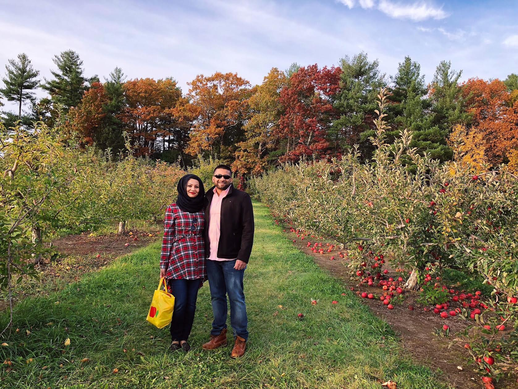 Muslim-travel-New-England-fall-activities-apple-picking